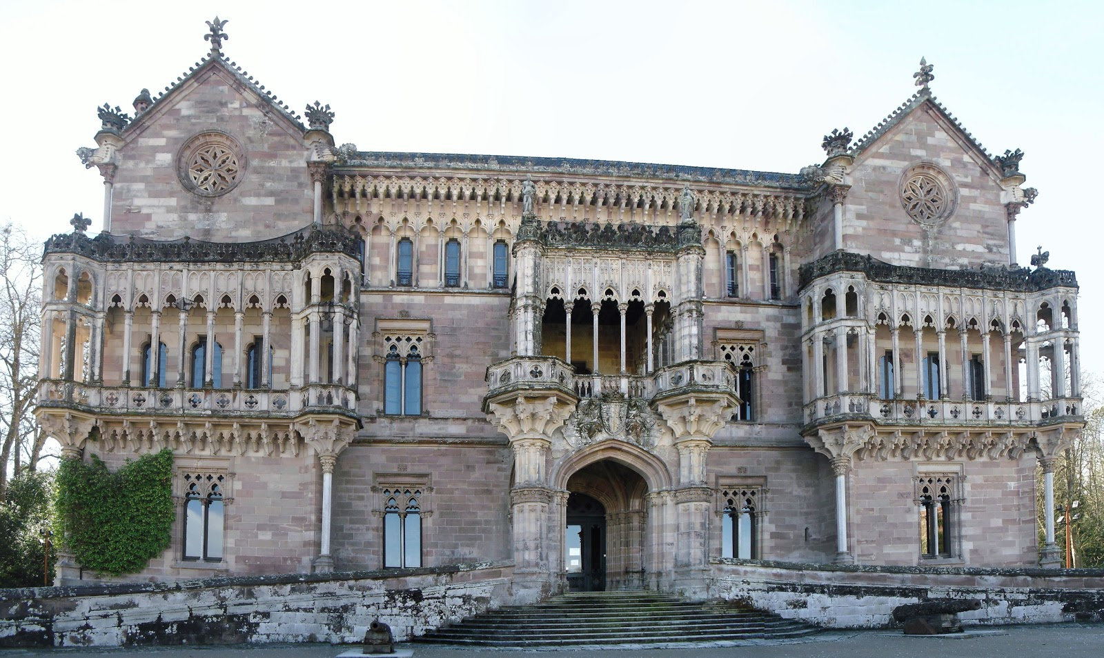 Palacio-de-Sobrellano-02