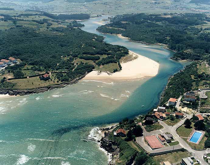 Playa-de-la-Arena-Arnuero